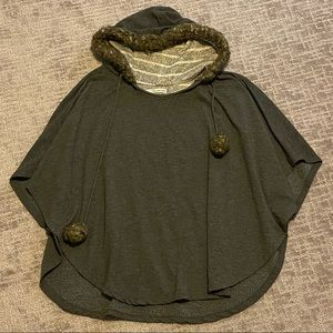 Poncho with good and 3/4 sleeves